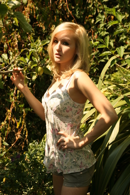 Sunny garden nudes.